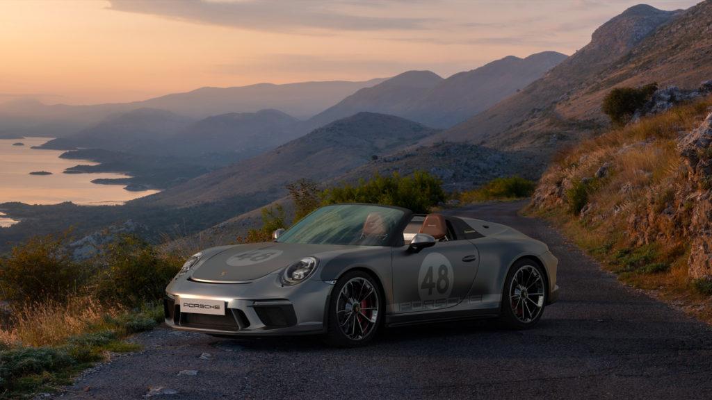 Porsche mise en avant devant un paysage.