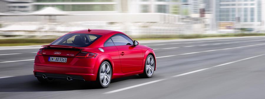 Une Audi TT sur une route allemande